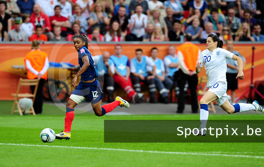 Fifa Women's World Cup Germany 2011 : England - France - at Leverkusen : Elodie Thomis aan de bal voor Claire Rafferty.foto DAVID CATRY / Vrouwenteam.be