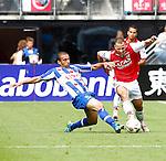 Nederland, Alkmaar, 26 augustus 2012.Eredivisie.Seizoen 2012-2013.AZ-SC Heerenveen.Roy Beerens (r.) van AZ en Youssef El Akchaoui van SC Heerenveen strijden om de bal