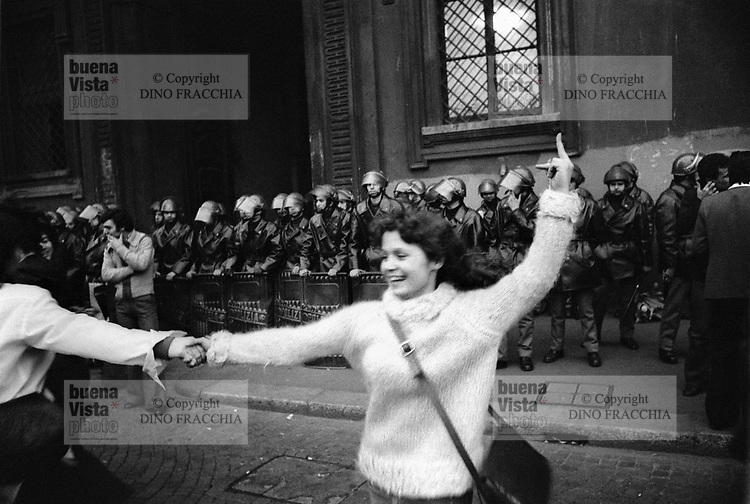 - women's demonstration for the abortion in front of the archbishop's palace (Milan, 1977)<br />
