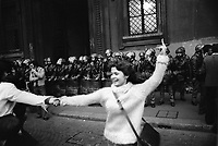 - women's manifestation for the abortion in front of the archbishop's palace (Milan, 1977)<br />