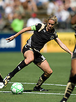 26 April 2009: Leslie Osborne of the FC Gold Pride in action during the game against Washington Freedom at Buck Shaw Stadium in Santa Clara, California.   Washington Freedom defeated FC Gold Pride, 4-3.
