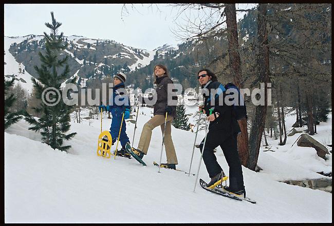 PEJO_n6 Val di Pejo in inverno, immagini dei villaggi,delle montagne, delle baite, delle piste di sci e attivit&agrave; sportive,<br /> Pejo in winter, images of the villages, mountains, mountain huts, the ski slopes and sporting activities,<br /> Pejo im Winter, Bilder der D&ouml;rfer, Berge, Bergh&uuml;tten, den Skipisten und sportlichen Aktivit&auml;ten,<br /> Pejo en hiver, les images des villages, des montagnes, des cabanes de montagne, les pistes de ski et des activit&eacute;s sportives,<br /> Pejo en invierno, las im&aacute;genes de los pueblos, monta&ntilde;as, refugios de monta&ntilde;a, las pistas de esqu&iacute; y actividades deportivas,<br /> Pejo fi fasl alshshata'a, sur min alquraa waljibal wal'akwakh aljabaliat, wamunhadarat alttazalluj wal'anshitat alrriadia,<br /> Pejo的冬天,鄉村,山區,山木屋,滑雪場和體育活動的圖像,<br /> 冬のペヨ、村、山、山の小屋、スキー場やスポーツ活動のイメージ,<br /> Pejo in de winter, beelden van de dorpen, bergen, berghutten, de skipistes en sportieve activiteiten,<br /> Pejo w zimie, obrazy wsi, g&oacute;r, schronisk g&oacute;rskich, stok&oacute;w narciarskich i uprawiania sportu,<br /> Pejo no inverno, as imagens das aldeias, montanhas, abrigos de montanha, pistas de esqui e actividades desportivas,<br /> Pejo t&eacute;len, a k&eacute;pek a falvak, hegyek, hegyi, a s&iacute;p&aacute;ly&aacute;k &eacute;s sporttev&eacute;kenys&eacute;gek