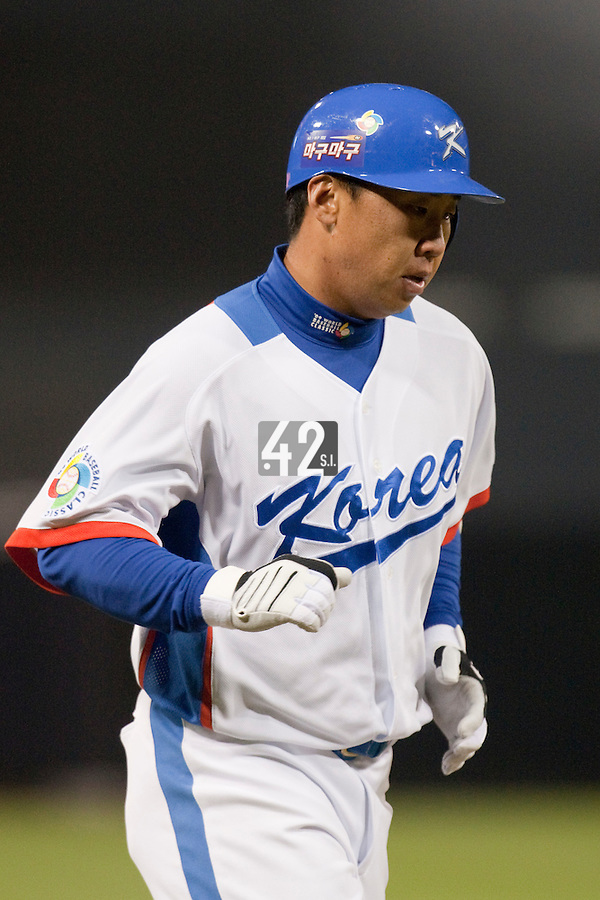 19 March 2009: #6 Bum Ho Lee of Korea runs the bases after he hits an homerun during the 2009 World Baseball Classic Pool 1 game 6 at Petco Park in San Diego, California, USA. Japan wins 6-2 over Korea.