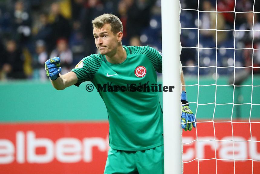 Torwart Lukas Hradecky (Eintracht Frankfurt) - 25.10.2016: Eintracht Frankfurt vs. FC Ingolstadt 04, 2. Hauptrunde DFB-Pokal, Commerzbank Arena