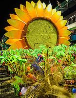 RIO DE JANEIRO, RJ, 12 DE FEVEREIRO 2013 - CARNAVAL RJ -  VILA ISABEL - Integrantes da escola de Samba Vila Isabel  durante segundo dia de desfiles do Grupo Especial do Carnaval do Rio de Janeiro na Marques de Sapucaí madrugada desta terça-feira, 12. (FOTO: WILLIAM VOLCOV / BRAZIL PHOTO PRESS).
