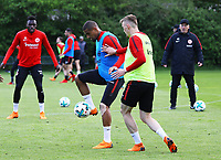 Kevin-Prince Boateng (Eintracht Frankfurt) gegen Marius Wolf (Eintracht Frankfurt) - 01.05.2018: Eintracht Frankfurt Training, Commerzbank Arena