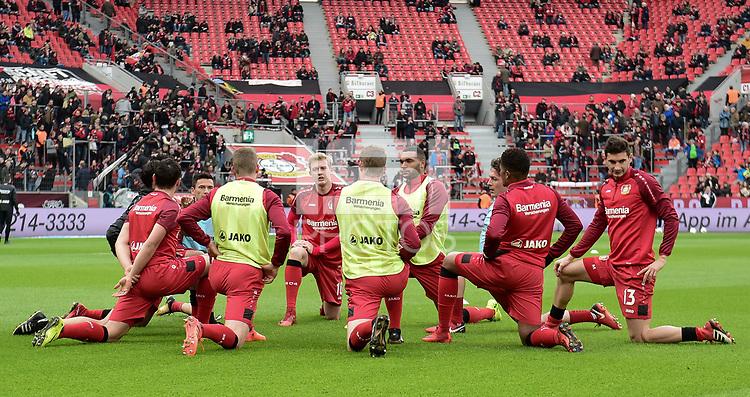 Football : Germany -1. Bundesliga  2017/18 <br /> Bayer Leverkusen 04 vs Mainz <br /> 28/01/2018 - Some of the Bayer Leverkusen 04 players stretchig before the game. Julian Bandt, Jonathan Tah *** Local Caption *** &copy; pixathlon<br /> Contact: +49-40-22 63 02 60 , info@pixathlon.de
