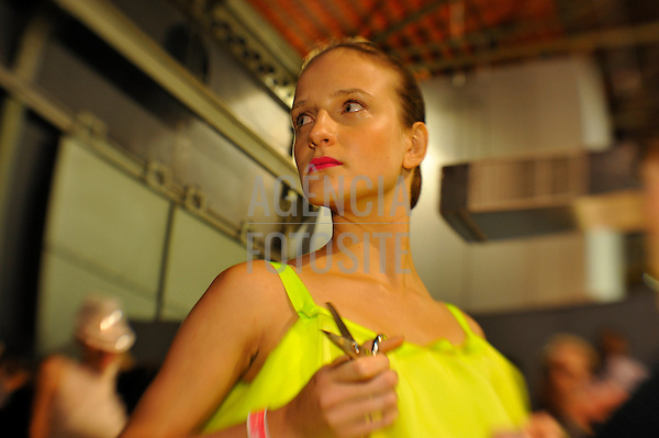 Rio de Janeiro, Brasil – 27/05/2009 - Backstage do desfile da Acquastudio durante o Fashion Rio  -  Verão 2011. Foto : Gustavo Scatena / Agência Fotosite