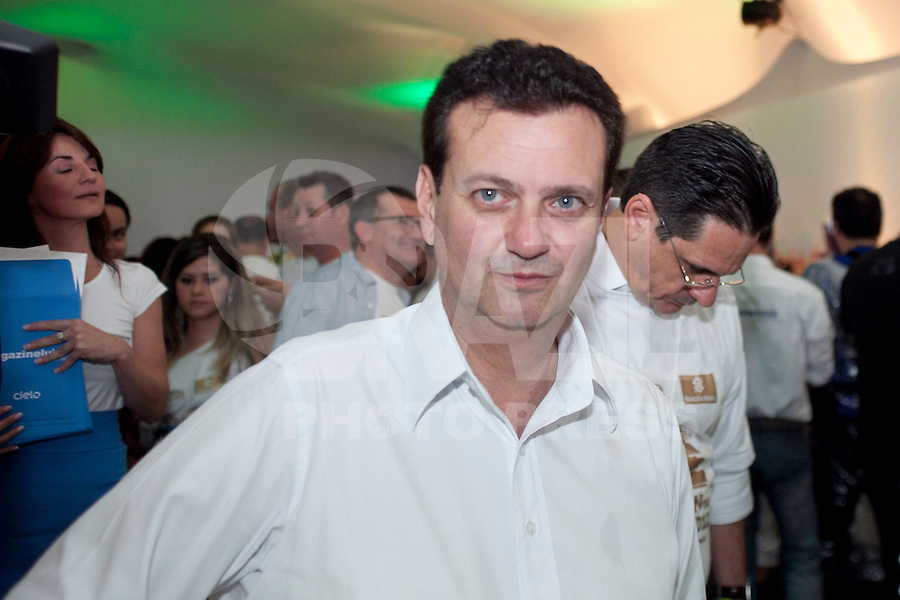 SAO PAULO, SP, 31 DE DEZEMBRO DE 2011 - REVEILLON NA PAULISTA - Gilberto Kassab, prefeito da cidade é visto no camarote vip do palco do reveillon da paulista, nesta noite de sabado (31). Foto Ricardo Lou - News Free