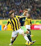Nederland, Arnhem, 27 januari 2013.Eredivisie.Seizoen 2012-2013.Vitesse-Ajax.Jan-Arie van der Heijden van Vitesse en Siem de Jong, aanvoerder van Ajax strijden om de bal.