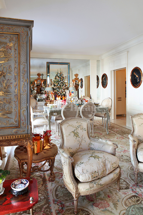 baroque living room