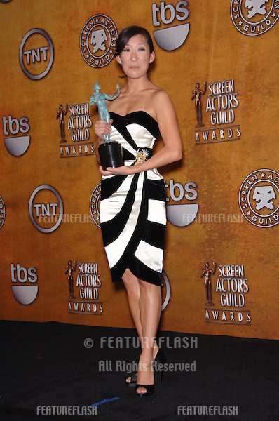 SANDRA OH at the 12th Annual Screen Actors Guild Awards at the Shrine Auditorium, Los Angeles..January 29, 2006  Los Angeles, CA..© 2006 Paul Smith / Featureflash