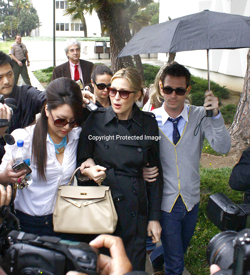 1-23-09.Kelly Rutherford Winning the custody battle in Santa Monica Court house..www.Abilityfilms.com.805-427-3519.AbilityFilms@yahoo.com