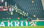 Solna 2014-08-13 Fotboll Allsvenskan AIK - Djurg&aring;rdens IF :  <br /> Poliser p&aring; l&auml;ktaren bredvid publiken innan avspark<br /> (Foto: Kenta J&ouml;nsson) Nyckelord:  AIK Gnaget Friends Arena Allsvenskan Derby Djurg&aring;rden DIF polis supporter fans publik supporters