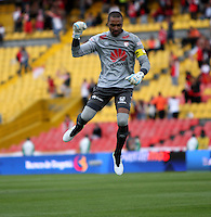 BOGOTA - COLOMBIA - 23-08-2015: Robinson Zapata guardametade Independiente Santa Fe  celebra  gol contra  el Huila    durante partido  por la fecha 8 de la Liga Aguila II 2015 jugado en el estadio Nemesio Camacho El Campin. /Robinson Zapata goalkeeper of Independiente Santa Fe  celebrates the goal against of Huila  during a match for the eight date of the Liga Aguila II 2015 played at Nemesio Camacho El Campin stadium in Bogota  city. Photo: VizzorImage / Felipe Caicedo / Staff.