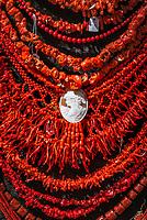 Italien, Kampanien, Sorrentinische Halbinsel, Amalfikueste, Positano: Halsketten aus Korallen | Italy, Campania, Sorrento Peninsula, Amalfi Coast, Positano: necklaces made of corals