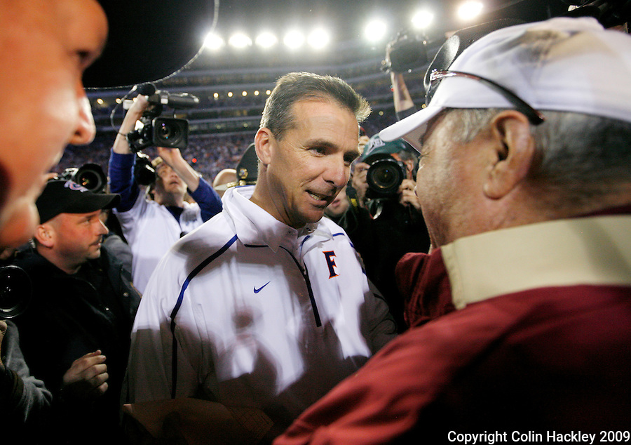 GAINESVILLE, FL 11/28/09-FSU-UF FB09 CH55-Florida State Head Coach Bobby Bowden, right, congratulates Florida Head Coach Urban Meyer after the Gators beat the Seminoles 37-10. .COLIN HACKLEY PHOTO