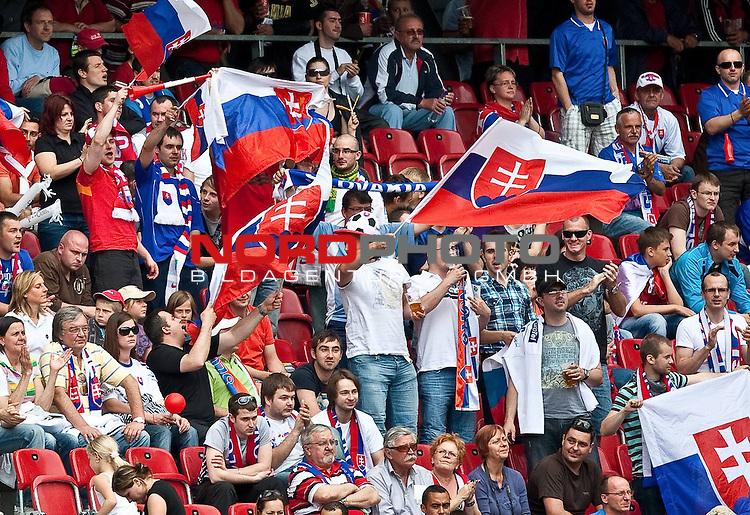 29.05.2010, Hypo Group Arena, Klagenfurt, AUT, FIFA Worldcup Vorbereitung, Kamerun vs Slowakei im Bild das Stadion war fest in der Hand der Slowakischen Fans,  Foto: nph /  J. Feichter *** Local Caption *** Fotos sind ohne vorherigen schriftliche Zustimmung ausschliesslich f&uuml;r redaktionelle Publikationszwecke zu verwenden.<br /> <br /> Auf Anfrage in hoeherer Qualitaet/Aufloesung
