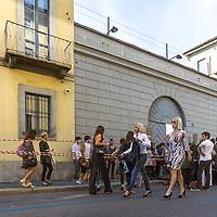 Secondo giorno della settimana della moda 2010 a Milano.<br /> Via Manin nei pressi di Krizia<br /> <br /> Second day of the Milan fashion week.<br /> Via Manin near the Krizia show room