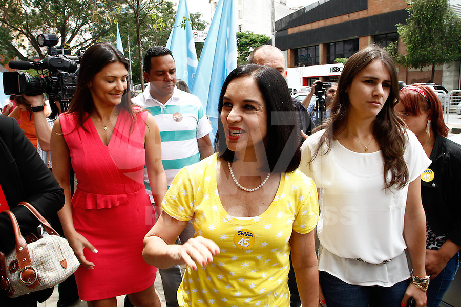 ATENÇÃO EDITOR: FOTO EMBARGADA PARA VEÍCULOS INTERNACIONAIS. SAO PAULO SP,20  DE OUTUBRO DE 2012. ELEICAO 2012 - CAMPANHA JOSE SERRA. A primeira dama do estado de Sao Paulo, Lu Alckmin , durante encontro com as mulheres do PTB na Casa de Portugal, na manha deste sabado,na zona central da capital paulista. FOTO ADRIANA SPACA/BRAZIL PHOTO PRESS