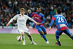 Real Madrid´s Luka Modric (L) and Levante´s Sissoko during La Liga match at Santiago Bernabeu stadium in Madrid, Spain. March 15, 2015. (ALTERPHOTOS/Victor Blanco)