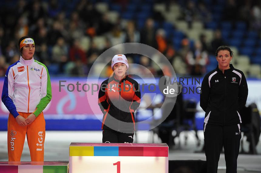 SCHAATSEN: HEERENVEEN: Thialf, Essent ISU World Cup, 02-03-2012, Podium 500m Ladies, Margot Boer (NED), Jing Yu (CHN), Heather Richardson (USA), ©foto: Martin de Jong