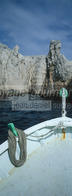 Europe/France/Provence-Alpes-Côte d'Azur/13/Bouches-du-Rhône/Marseille : A la découverte des calanques en pointu