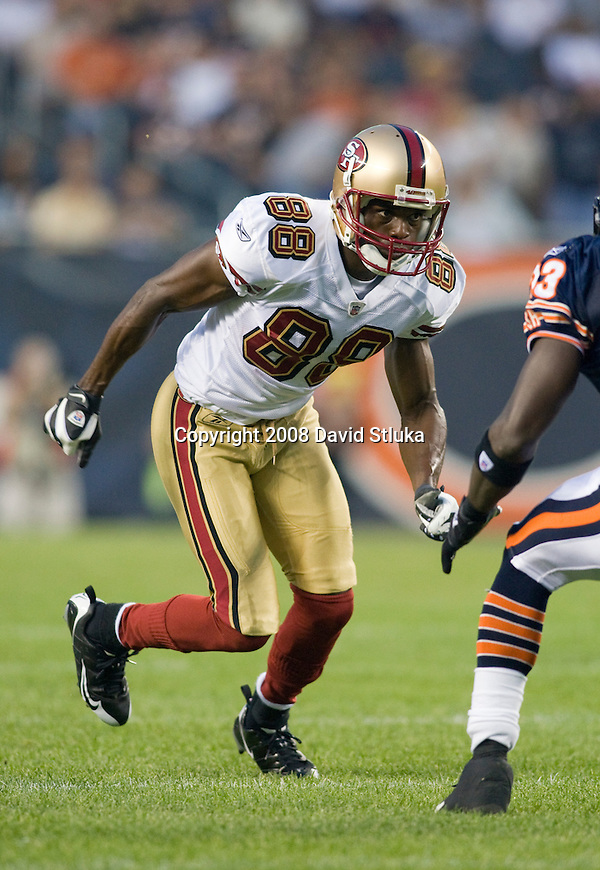 Wide receiver Isaac Bruce #88 of the San Francisco 49ers runs downfield against the Chicago Bears at Soldier Field on August 21, 2008 in Chicago, Illinois. The 49ers defeated the Bears 37-30. (AP Photo/David Stluka)