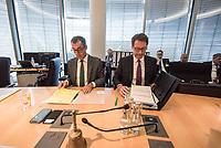 In einer nichtoeffentlichen Sondersitzung des Bundestagsausschuss fuer Verkehr und digitale Infrastruktur, am Mittwoch den 24. Juli 2019, berichtete Bundesverkehrsminister Andreas Scheuer (CSU) dem Ausschuss ueber Vertragsinhalte und moegliche Schadensersatzansprueche im Hinblick auf Kuendigungen von Vertraegen zur Infrastrukturabgabe (MAUT) in Folge des Urteils des Europaeischen Gerichtshofs (EuGH). Das Verkehrsministerium hatte, noch bevor die Einfuehrung der MAUT rechtsgueltig haette werden koenne, millionenschwere Vertraege mit Firmen abgeschlossen.<br /> Im Bild vlnr.: Der Ausschussvorsitzende Cem Oezdemir, Buendnis 90/ Die Gruenen und Verkehrsminister Scheuer.<br /> 24.7.2019, Berlin<br /> Copyright: Christian-Ditsch.de<br /> [Inhaltsveraendernde Manipulation des Fotos nur nach ausdruecklicher Genehmigung des Fotografen. Vereinbarungen ueber Abtretung von Persoenlichkeitsrechten/Model Release der abgebildeten Person/Personen liegen nicht vor. NO MODEL RELEASE! Nur fuer Redaktionelle Zwecke. Don't publish without copyright Christian-Ditsch.de, Veroeffentlichung nur mit Fotografennennung, sowie gegen Honorar, MwSt. und Beleg. Konto: I N G - D i B a, IBAN DE58500105175400192269, BIC INGDDEFFXXX, Kontakt: post@christian-ditsch.de<br /> Bei der Bearbeitung der Dateiinformationen darf die Urheberkennzeichnung in den EXIF- und  IPTC-Daten nicht entfernt werden, diese sind in digitalen Medien nach §95c UrhG rechtlich geschuetzt. Der Urhebervermerk wird gemaess §13 UrhG verlangt.]
