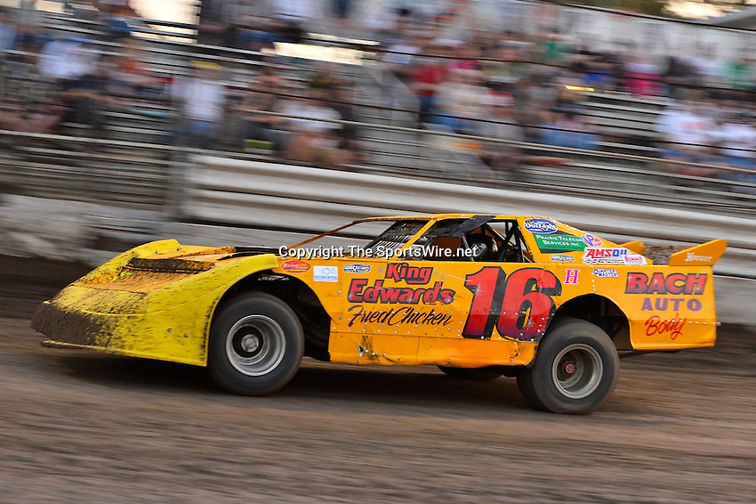 Feb 20, 2014; 6:07:35 PM;  Barberville, FL, USA;  World of Outlaws Late Model Series for 43rd Annual DIRTcar Nationals presented by Summit Racing Equipment at Volusia Speedway Park.  Mandatory Credit: (thesportswire.net)