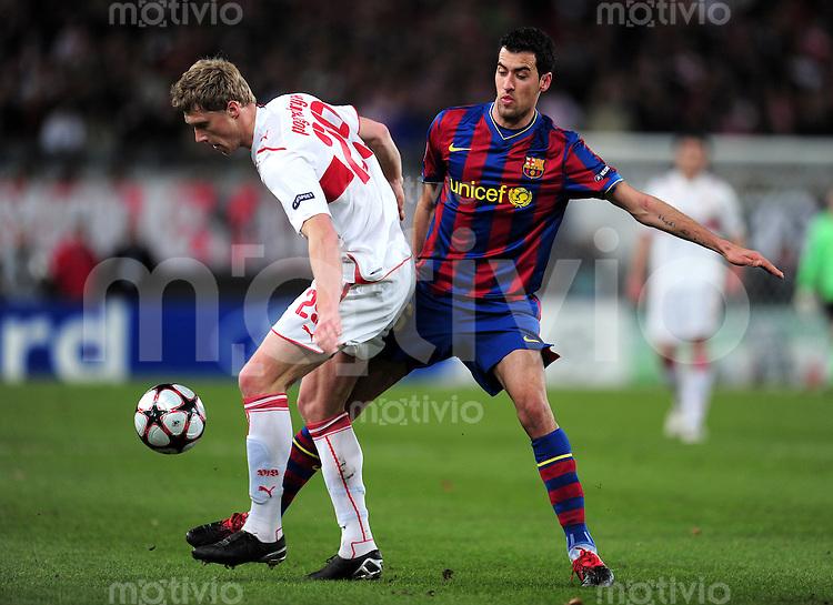 FUSSBALL  International  Champions   League  Hinspiel   SAISON 2009/2010    VfB Stuttgart -  FC Barcelona      23.02.2010  Pavel Pogrebnyak, Pawel Pogrebnjak (li, VfB Stuttgart) gegen Xavi Hernandez (re, Barca)