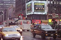 Sog. Millennium-Uhr an der East 34th Street Ecke 7th Avenue. Die Uhr zaehlt die Zeit bis zum 1.1.2000 0.00 Uhr rueckwaerts. 14 verschiedene Restaurants und Schnellimbi&szlig;ketten beteiligen sich an den Unkosten der Uhr.<br /> New York City, 28.12.1998<br /> Copyright: Christian-Ditsch.de<br /> [Inhaltsveraendernde Manipulation des Fotos nur nach ausdruecklicher Genehmigung des Fotografen. Vereinbarungen ueber Abtretung von Persoenlichkeitsrechten/Model Release der abgebildeten Person/Personen liegen nicht vor. NO MODEL RELEASE! Don't publish without copyright Christian-Ditsch.de, Veroeffentlichung nur mit Fotografennennung, sowie gegen Honorar, MwSt. und Beleg. Konto:, I N G - D i B a, IBAN DE58500105175400192269, BIC INGDDEFFXXX, Kontakt: post@christian-ditsch.de]