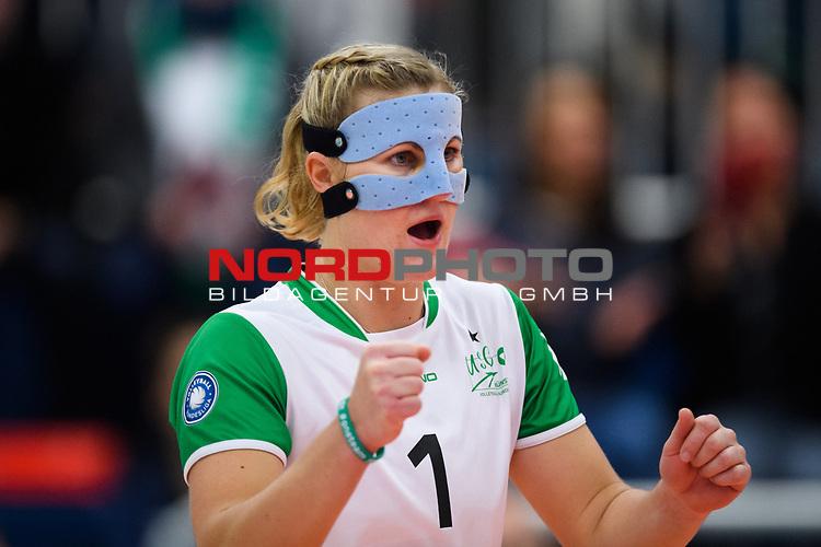 24.11.2018, Halle Berg Fidel, Muenster<br />Volleyball, DVV-Pokal Frauen, Viertelfinale, USC MŸnster / Muenster vs. SSC Palmberg Schwerin<br /><br />Lisa Thomsen (#1 Muenster) / Libero / Maske<br /><br />  Foto &copy; nordphoto / Kurth