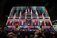 Lichterspiel am Kaufhaus SAKS am Rockefeller Center in New York - 08.12.2019: New York