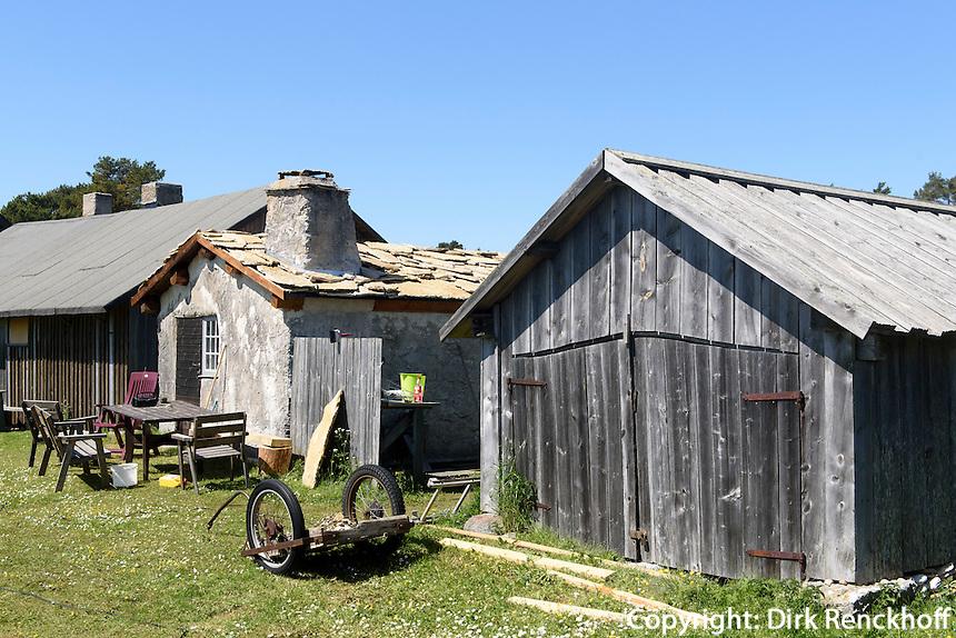Fischerh&uuml;tten von Vitv&auml;rs bei  Ljugarn auf der Insel Gotland, Schweden, Europa<br /> fisherman's huts at Vitvars near Ljugarn, Isle of Gotland, Sweden