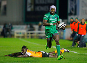 4th November 2017, Galway Sportsground, Galway, Ireland; Guinness Pro14 rugby, Connacht versus Cheetahs; Niyi Adeolokunr (Connacht) gets away from Luther Obi (Toyota Cheetahs) for a try in the 13th minute