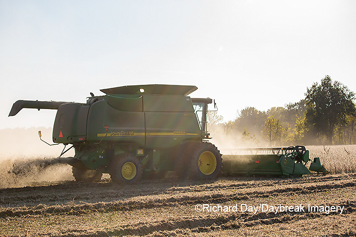 63801-07319 Soybean harvest with John Deere combine in Marion Co. IL