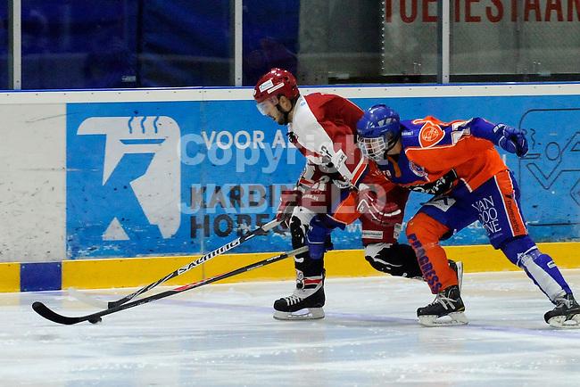 GRONINGEN - IJshockey, GIJS Bears - Eindhoven Kemphanen,  seizoen 2013-2014, 01-03-2014, Zahir Hup in duel met vaan Gorp