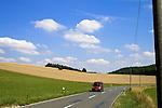 Europa, DEU, Deutschland, Rheinland Pfalz, Mittelrhein, Loreley, Reitzenhain, Agrarlandschaft, Sommer, Getreide, Anbau, Feld, Strasse, Verkehrsstrasse, Wolken, Cumuluswolken, Auto, KFZ, Kategorien und Themen, Natur, Umwelt, Landschaft, Jahreszeiten, Verkehr, Strassenverkehr, Auto, Automobile, Mobil, Kraftfahrzeug, KFZ, Strasse, Verkehrsmittel, Mobilitaet, Unterwegs......[Fuer die Nutzung gelten die jeweils gueltigen Allgemeinen Liefer-und Geschaeftsbedingungen. Nutzung nur gegen Verwendungsmeldung und Nachweis. Download der AGB unter http://www.image-box.com oder werden auf Anfrage zugesendet. Freigabe ist vorher erforderlich. Jede Nutzung des Fotos ist honorarpflichtig gemaess derzeit gueltiger MFM Liste - Kontakt, Uwe Schmid-Fotografie, Duisburg, Tel. (+49).2065.677997, ..archiv@image-box.com, www.image-box.com]
