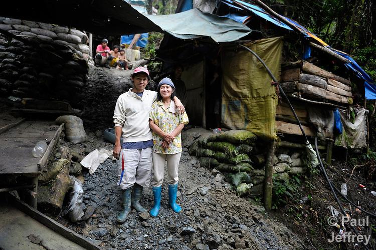 Small Mine Development : Mindanao gold miners kairosphotos images by paul jeffrey