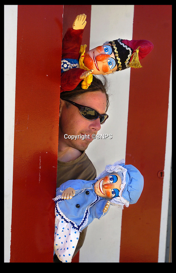 Bmth News (01202 558833)<br /> Pic: PhilYeomans/BNPS<br /> <br /> That's not the way to do it...130 year Punch & Judy tradition could be knocked out by unruly audiences.<br /> <br /> Weymouth Punch & Judy man Mark Poulton is threatening to end the Victorian seaside tradition because of 'rowdy and uncontrolled' children in the audience.