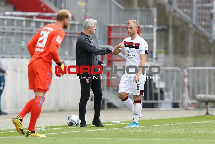 nph00001:  nph0001:  17.05.2020 --- Fussball --- Saison 2019 2020 --- 2. Fussball - Bundesliga --- 26. Spieltag: FC Sankt Pauli - 1. FC Nürnberg --- --- DFL regulations prohibit any use of photographs as image sequences and/or quasi-video - Only for editorial use ! --- <br /> <br /> Felix Dornebusch (21, 1. FC Nürnberg ) Jens Keller (Trainer Cheftrainer Coach 1. FC Nürnberg ) Johannes Geis (5, 1. FC Nürnberg ) <br /> <br /> Foto: Daniel Marr/Zink/Pool//via Kokenge/nordphoto
