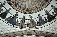Indien, Jhunjhunu (Rajasthan), im Bihariji Tempel 18.Jh., Krishna tanzt mit Gopis
