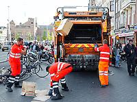 Amsterdam. Vuilniswagen op het Damrak
