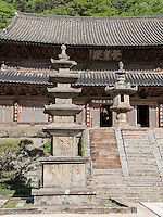 Pagode, buddhistischer Hwaeomsa Tempel in Jirisan Nationalpark, Provinz Jeollanam-do, S&uuml;dkorea, Asien<br /> Pagoda, buddhist Hwaeomsa temple in Jirisan national park, province Jeollanam-do, South Korea, Asia