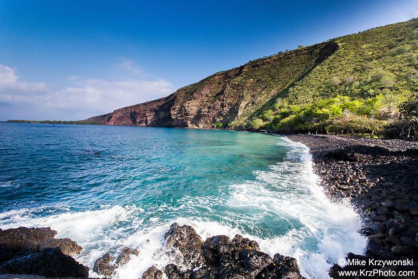 Wave crashing on the shore of Kealakekua Bay, Big Island, Hawaii
