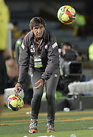 BOGOTÁ -COLOMBIA, 05-10-2014. Gustavo Costas técnico de Santa Fe gesticula durante partido con Atlético Nacional por la fecha 13 de la Liga Postobón  II 2014 jugado en el estadio Nemesio Camacho el Campín de la ciudad de Bogotá./ Gustavo Costas coach of Independiente Santa Fe gestures during the match against Atletico Nacional for the 13th date of Postobon League II 2014 played at Nemesio Camacho El Campin stadium in Bogotá city. Photo: VizzorImage/ Gabriel Aponte / Staff