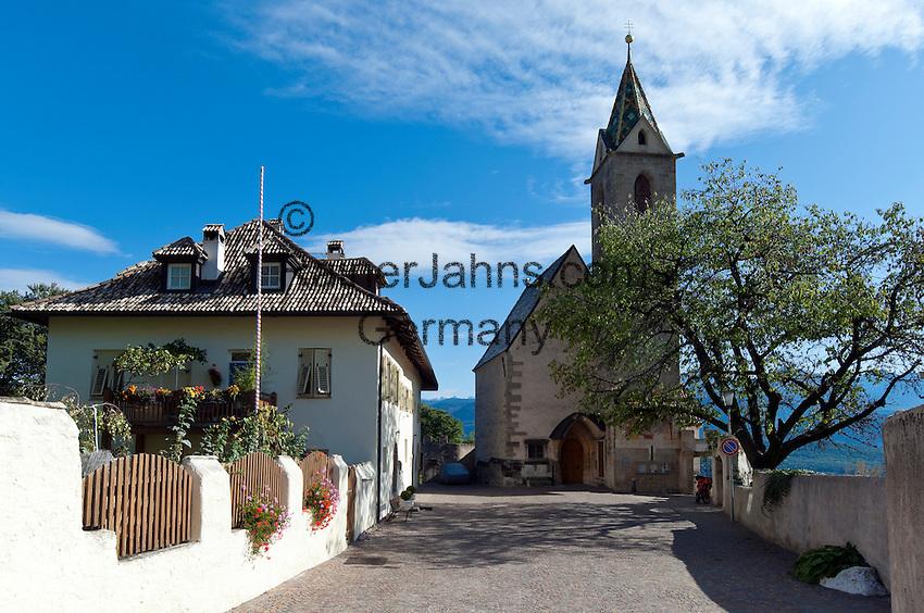 Italy; Alto Adige - Trentino (South Tyrol); Castelvecchio: gotic church San Vigilio | Italien; Suedtirol; Altenburg: mit der gotischen Kuratiekirche St. Vigilius