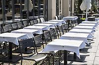 Die Auswirkungen der Corona-Krise sind zwei Tage nach Inkrafttreten der Anordnung des Senats, wonach Cafes, Kneipen, Museen, Ausstellungen, die Oper, die Universitaeten geschlossen wurden, im oeffentlichen Leben sichtbar. Bei Touristen beliebte Ausflugsziele und Plaetze sind verwaist.<br /> Im Bild: Leere Strassenlokale am Gendarmenmarkt in Berlin-Mitte.<br /> 16.3.2020, Berlin<br /> Copyright: Christian-Ditsch.de<br /> [NUR FUER REDAKTIONELLE ZWECKE! Werbung nur auf Anfrage beim Fotografen. Inhaltsveraendernde Manipulation des Fotos nur nach ausdruecklicher Genehmigung des Fotografen. Vereinbarungen ueber Abtretung von Persoenlichkeitsrechten/Model Release der abgebildeten Person/Personen liegen nicht vor. NO MODEL RELEASE! Don't publish without copyright Christian-Ditsch.de, Veroeffentlichung nur mit Fotografennennung, sowie gegen Honorar, MwSt. und Beleg. Konto: I N G - D i B a, IBAN DE58500105175400192269, BIC INGDDEFFXXX, Kontakt: post@christian-ditsch.de<br /> Bei der Bearbeitung der Dateiinformationen darf die Urheberkennzeichnung in den EXIF- und  IPTC-Daten nicht entfernt werden, diese sind in digitalen Medien nach §95c UrhG rechtlich geschuetzt. Der Urhebervermerk wird gemaess §13 UrhG verlangt.]