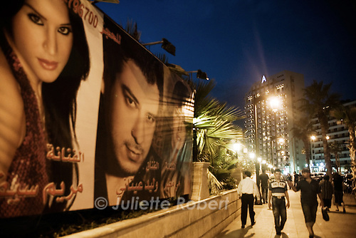 Evening on the Corniche in Beirut<br /> <br /> le soir sur la corniche &agrave; Beyrouth